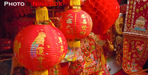 red-objects-at-yaowarat